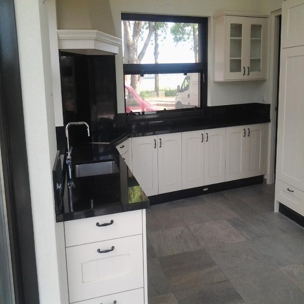 Keuken aanrecht graniet ssbn natuursteen natuurstenen producten voor de tuin bouw en hotel - Prijs graniet werkblad ...