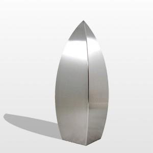 RVS urn Drop. Symboliseert de traan. Geschikt voor binnen en buiten. In diverse afmetingen: Inhoud 0,05 L Afm. 3,5x3,5x8 cm € 213,00 Inhoud 0,6 L Afm. 8x8x15 cm € 222,00 Inhoud 1 L Afm. 9x9x19cm € 319,00 Inhoud 1,9 L Afm. 11x11x25 cm € 405,00 Inhoud 3,5 L Afm. 14x14x33 cm € 532,00 Inhoud 7 L Afm. 16x16x35 cm € 705,00